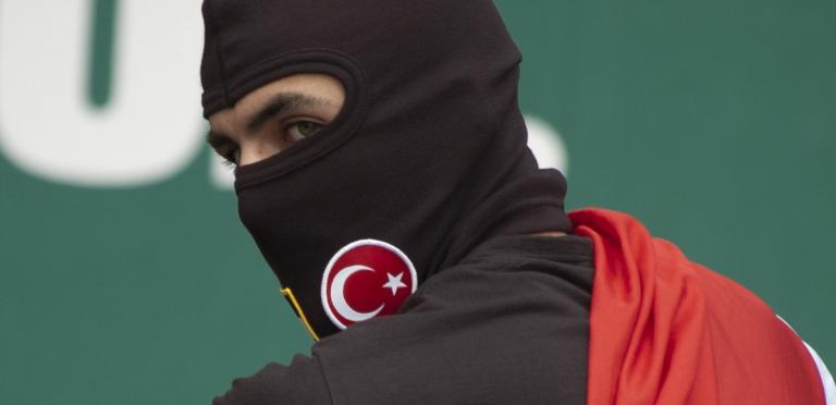 Turkse-Demonstrant-Rotterdam-DSC_0017